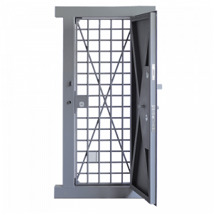 Металлическая дверь в комнату хранения оружия (КХО)
