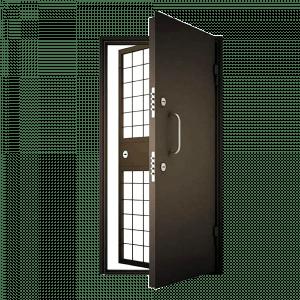 Металлическая дверь в комнату хранения наркотиков